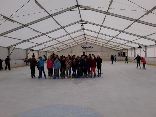 Tószegi gyerekek a jégen